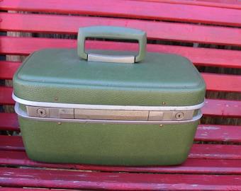 Vintage Green Flitecrest Train Case/Overnight Suitcase