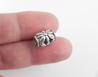 20 Flower Barrel Beads in Antique Silver - Lead free - Nickel free - Large Hole 4mm - Tibetan