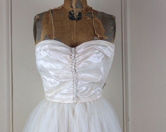 vintage 1950s Off White Strapless Tafetta & Tulle Full Length Wedding Dress with Train - size small