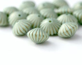 Acrylic Beads Pale Mint Green Gold Fluted Bicone Saucer Beads 15mm (16)