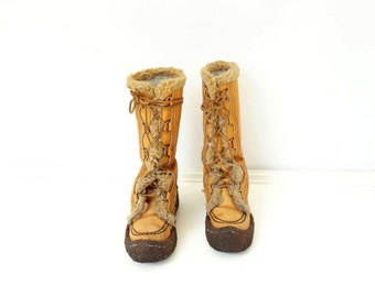 Vintage Mukluk Boots 70s Tan Leather Boot 70s Boho Fur Boots Laced Leather Boot Made in Canada 70s Snow Boots Apres Ski Boots Crepe Sole 6.5