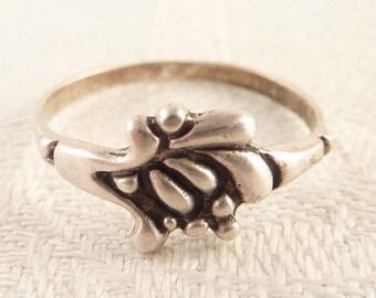 Vintage Size 7.75 Sterling Floral Shape Ring