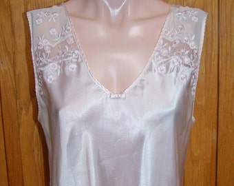 Designer Nightgown, OSCAR de la Renta, Embroidered gown, Designer night Gown, Satin nighty, size