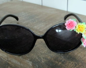 Fun & Funky Embellished Flower Sunglasses - Pink Yellow and White Flowers on Black Shades Sunnies