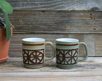 Pair of Vintage Earthy Colors Stoneware Coffee / Tea Cups / Mugs