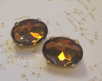 Chic AMBER Colored faceted faux TOPAZ Clip On Earrings /  RHINESTONE Prong Set in Gold Earrings // CLip On