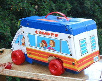 Ideal Camper, folding vinyl Pull Toy playset with Family