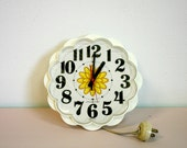 Vintage 1970s General Electric Yellow Floral Daisy Kitchen Clock