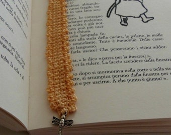 Peach bookmark in crocheted cotton with a charm. Dragonfly bookmark for nature lovers