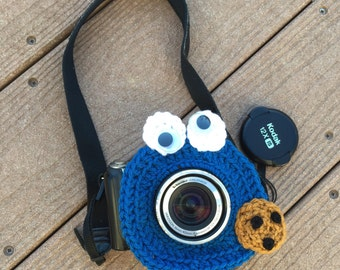 Lens buddy.  Cookie Monster Camera lens buddy.  Animal lens buddy.  Crochet camera critter Cookie Monster, shutter buddy.  Photographer gift