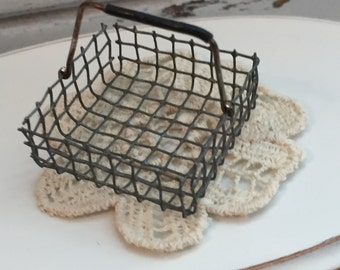 Miniature Metal Wire Handle Basket, Dollhouse Miniature, 1:12 Scale, Dollhouse Accessory, Mini Basket, Decor, Topper, Crafts
