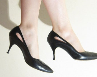 Vintage 1950s Black High Heels Joseph Martinique / 50s Leather Pumps with Side Cutouts / 8