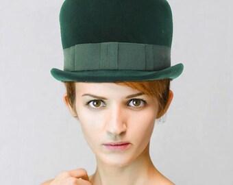 Mid Century Lady's Kutz Green Velvet Hat - Top Hat Style