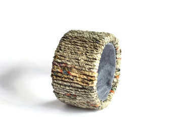 Bracelet made of newspaper yarn