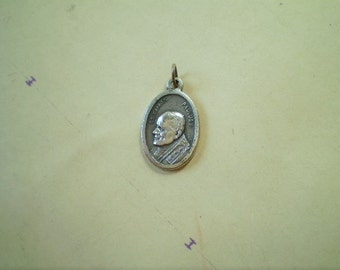 Pope John Paul II - Our Lady of Czestochowa - Vintage Medal or Pendant - Oval - Silver Metal - Joannes Paulus II - Italy - Holy Charm