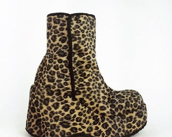 90's Mega Platform Wedge Fuzzy Leopard Print GOGO Ankle Boots // 7