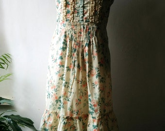 Vintage bohemian boho floral cotton sundress maxi dress with spaghetti straps, ruffles and lace. Size M  EU 38-40