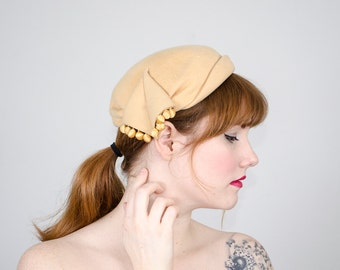 1950s vintage hat / yellow wool toque with pompoms