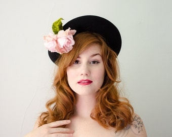 1940s vintage hat / black wool hat with pink roses / New York Creations