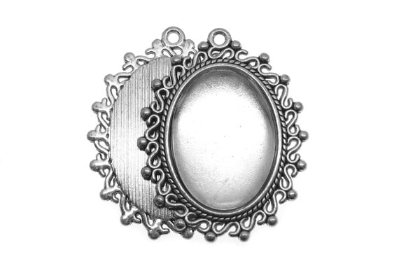 Pendant Setting : 3 Antique Silver Oval Cabochon Settings with 18x25mm Domed Glass Cabochons -- Lead & Nickel Free H4I
