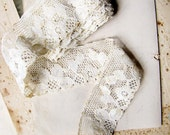 vintage lace trim -  68 inches of 1930s 1940s off white floral ribbon - 1.25 inches wide