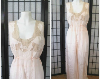 Fabulous Vintage 1930s 1940s Jumpsuit Silk Negligee Long Nightgown Peach Beige Floral Lace Loungewear Maxi 36 M L Pantsuit Step In Pajama