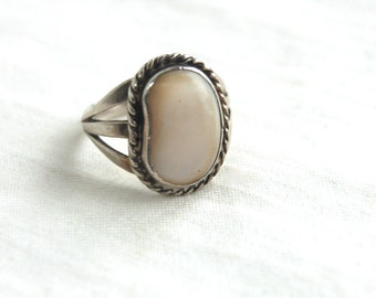 Mother of Pearl Ring Size 7 Vintage Southwestern MOP Magic Bean Native American Old Pawn Signed