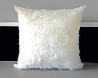 "Pillow Covers - White Faux Fur 20"" x 20"""
