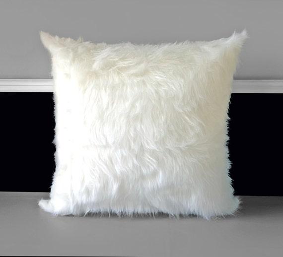 pillow covers white faux fur 20 x 20. Black Bedroom Furniture Sets. Home Design Ideas