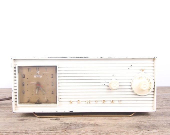 Vintage Admiral Radio / Vintage Radio / White Radio / Tabletop Antique Radio / Old Radio / Retro Radio / Unique Radio / Midcentury Radio