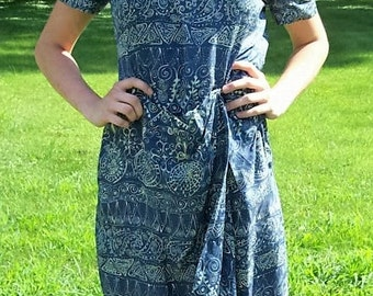 Vintage Ladies Blue Floral Print Silk Dress by Evan Picone Size 8 Only 8 USD