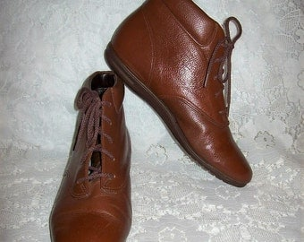 Vintage Ladies Brown Leather Ankle Boots by Easy Spirit Size 4 1/2 B/AA Only 9 USD