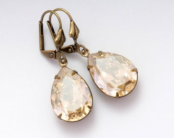 Champagne Rhinestone Earrings, Crystal Jewelry, Beige Swarovski Crystal Earrings, Rhinestone Drop Earrings Brass, Champagne Earrings, Amara