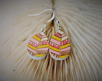 WOOD Dangle Earring - OVAL Pink, Yellow Nordic Motif Leaf ~ 13 mm - Women / Elegant / Modern