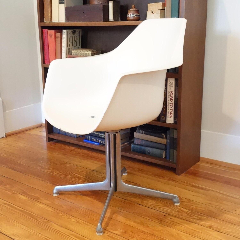 Burke Tulip Arm Chair Mid Century Modern Swivel White