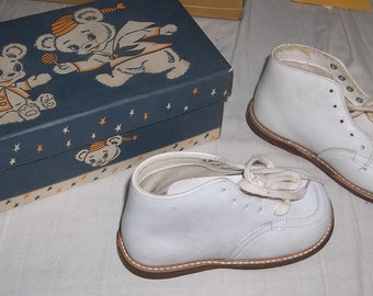 Vintage Child's Shoes, Size  5 1/2, ca1950, White Leather, NOS, Made In USA
