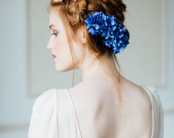 Bridal flower comb with blue silk hydrangea flowers, fabric flowers, blue hydrangeas, wedding flowers, floral comb, something blue