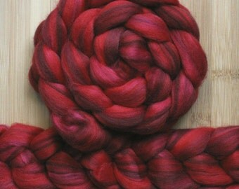 """Merino ' WOOLY-WOW Roving in """"Flamenco"""" colorway - Red and maroon color blend - Spinning Felting braid - Fiber arts"""