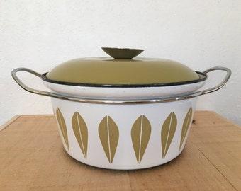 Cathrineholm 2 quart enamel pot made in Norway vintage dutch oven green enamelware Lotus pattern