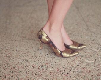 Vintage 1950s Palter Deliso Debs metallic gold floral patterned pumps / US Women's size 5 1/2 / brown / earth tones / high heels