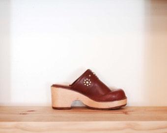 Vintage 1990s women's size 7 wooden platform clogs / dark brown w/ rhinestone embellishment / slip on mules / festival / bohemian shoes