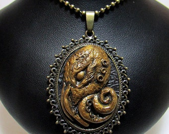 Cthulhu Pendant / Cthulhu / Octopus Pendant / Steampunk / Lovecraft / Polymer Clay / Geek Jewelry / Gothic Jewelry / Horror / Cameo / Squid