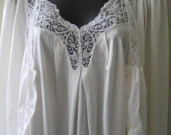 1980s vintage Barbizon white nylon peignoir, nightgown/robe set, petite