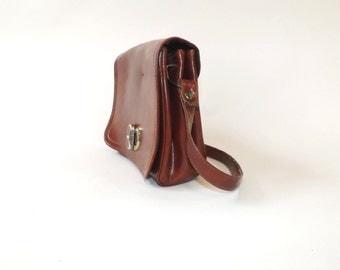 Vintage 1970s Leather Purse Chestnut Brown Satchel Bag Faux Leather Minimalist Shoulder Bag Pouch Purse Boho 70s Classic Coach Style Handbag
