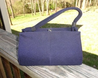 1950s Vintage Navy Fabric Pleated Small Betty Bag Purse with Gold Tone Kissing Clasp, Inside Zippered Pocket, 9 x 5.25 Inches, Top Handle