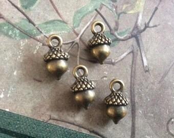 4x Acorn Charms, Antique Brass Pendants C322