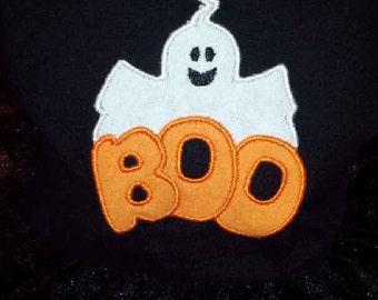 Boo! Halloween is on it's way. This adorable ghost is available on a bib, burp cloth, shirt or baby's body suit.