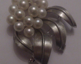 vintage sterling silver and cultured pearl cluster brooch
