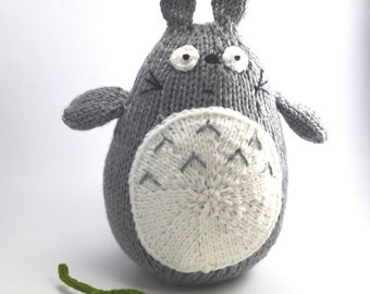 Totoro knit stuffed toy with green leaf