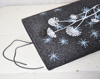 "13"" Macbook Pro / Air case - Felt Laptop sleeve with Wild Flower Pattern - Dark gray Screenprint cover"
